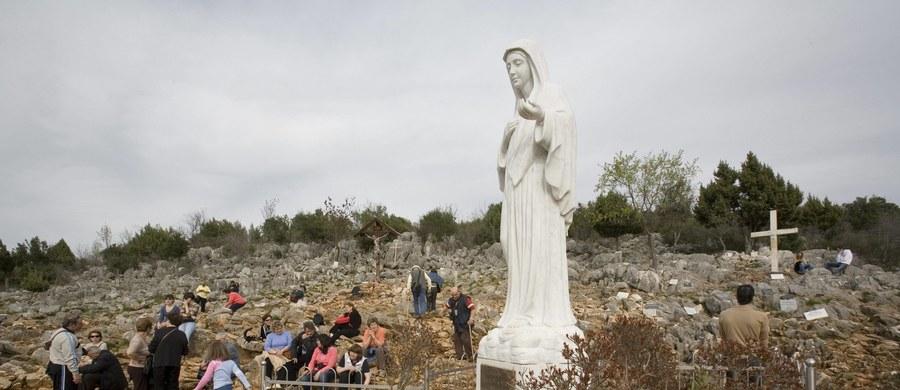 Objawienia Matki Bożej w Medjugorje nie są autentyczne - oznajmił po raz kolejny biskup diecezji Mostar w Bośni i Hercegowinie Ratko Perić. Artykuł na ten temat opublikował tuż przed przyjazdem wysłannika papieża do Medjugorje abpa Henryka Hosera.