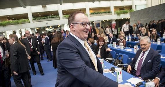 """""""To tylko wzmacnia pozycję Donalda Tuska"""" - powiedział dziennikarce RMF FM Katarzynie Szymańskiej–Borginon eurodeputowany CDU Elmar Brok, pytany o doniesienia w sprawie kandydatury Jacka Saryusz-Wolskiego na szefa Rady Europejskiej. Brok uchodzi za bliskiego współpracownika kanclerz Niemiec Angeli Merkel."""