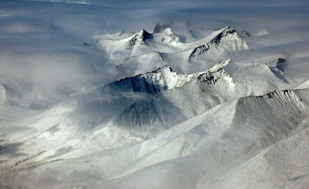 Od początku roku rosyjski biegun zimna odwiedziło już ponad tysiąc turystów. O miano najzimniejszego miejsca zamieszkanego przez ludzi pretendują dwie położone obok siebie wioski w Jakucji - Tomtor i Ojmiakon.