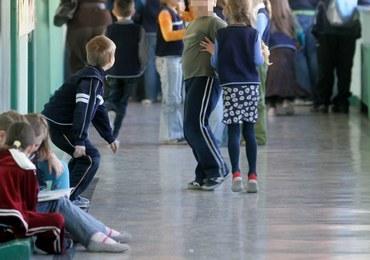 Druzgocący raport NIK o szkołach: Ciasne sale, zbyt krótkie przerwy, zły stan techniczny
