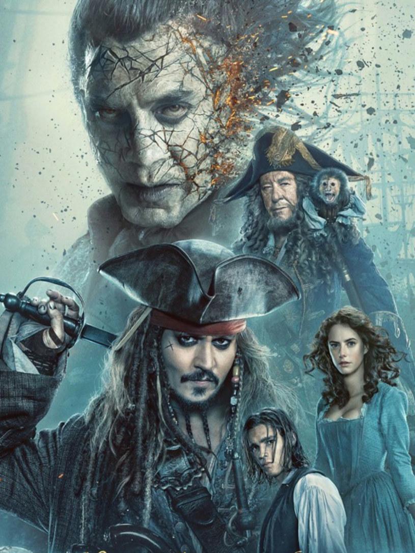 """Właśnie pojawił się zwiastun kolejnej odsłony """"Piratów z Karaibów"""". Piąta część produkcji - o podtytule Zemsta Salazara"""" (wcześniej brzmiał on """"Martwi głosu nie mają"""") - wejdzie na ekrany polskich kin 26 maja."""