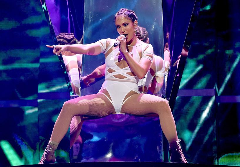Jennifer Lopez odwiedziła Jimmy'ego Fallona i wraz z nim stanęła do tanecznego pojedynku. Zadaniem J.Lo było m. in. zatańczyć jak wirująca pralka.