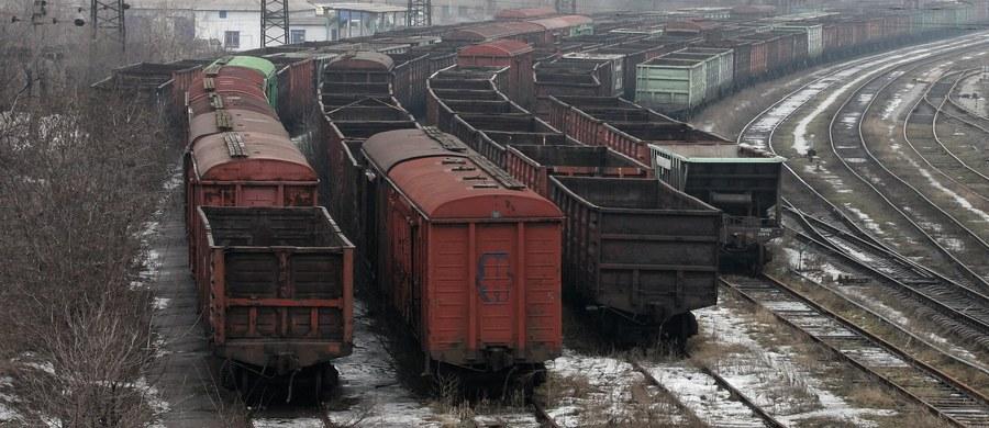 Separatyści z Doniecka ogłosili blokadę Kijowa. To ich reakcja na zablokowanie torów kolejowych przez ukraińskie bataliony ochotnicze, co pozbawiło separatystów dochodów, jakie czerpali między innymi ze sprzedaży węgla - informuje korespondent RMF FM Przemysław Marzec.