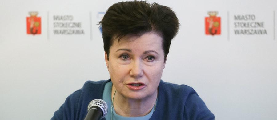 """W spektaklu """"Klątwa"""" forma została zwulgaryzowana; bardzo nad tym ubolewam - powiedziała prezydent Warszawy Hanna Gronkiewicz-Waltz. Dodała, że nie podejmie jednak żadnych kroków w tej sprawie, bo to """"dotyczy sztuki""""."""
