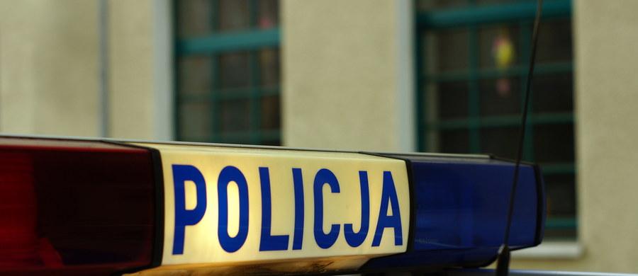 Policjanci z Mińska Mazowieckiego zatrzymali 27-latka, który podbierał opał 87-letniej sąsiadce i palił nim w swoim piecu.