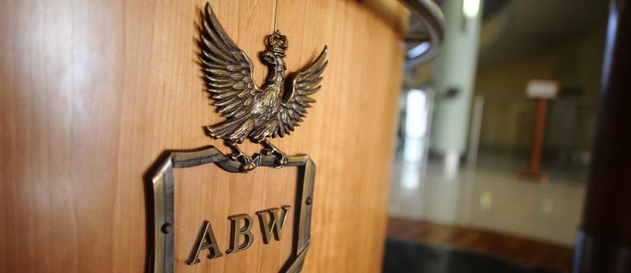 Łódzka delegatura ABW zatrzymała pod koniec lutego członka grupy wyłudzającej podatek VAT przy obrocie m.in. olejem rzepakowym - poinformował rzecznik ministra koordynatora służb specjalnych Stanisław Żaryn. Zatrzymany odpowiada za wyłudzenia szacowane na 8 mln zł.
