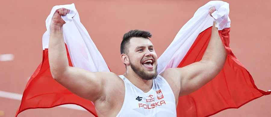 Konrad Bukowiecki pchnął kulę na odległość 21,97 m, poprawił absolutny rekord Polski i zdobył złoty medal halowych mistrzostw Europy w Belgradzie. To największy sukces 19-letniego lekkoatlety w karierze.