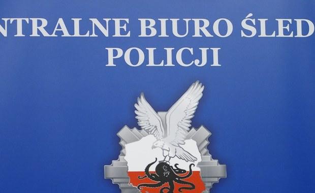 Kontrola w warszawskim zarządzie Centralnego Biura Śledczego Policji. To efekt śledztwa dotyczącego przekroczenia uprawnień przez policjantów w związku z likwidacją w lutym nielegalnej rozlewni perfum.