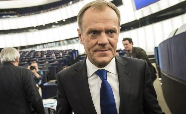 """""""Donald Tusk jest jedynym kandydatem Europejskiej Partii Ludowej  na przewodniczącego Rady Europejskiej - oświadczył szef frakcji EPL w europarlamencie, niemiecki europoseł Manfred Weber. """"Polski rząd znowu kieruje się wyłącznie potrzebami polityki wewnętrznej. Każdy kolejny atak na D.Tuska będzie szkodził interesom Polski"""" - dodał."""