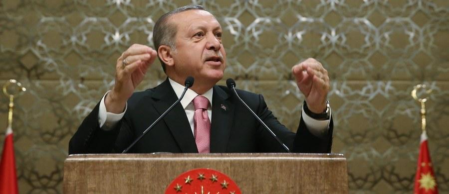 Prezydent Turcji Recep Tayyip Erdogan porównał do nazizmu działania niemieckich władz, które w ostatnich dniach odwołały tureckie wiece z udziałem ministrów rządu w Anakrze. To ostatnio źródło napięć między Ankarą a Berlinem.