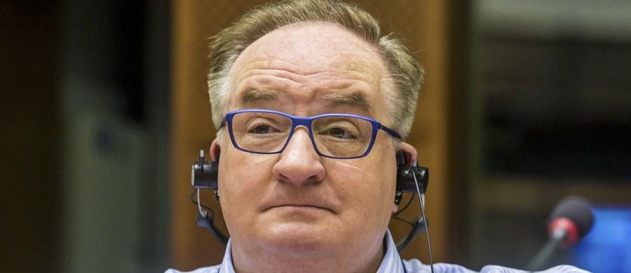 Jacek Saryusz-Wolski - oficjalny polski kandydat na szefa Rady Europejskiej ma w poniedziałek rozmawiać z szefem Europejskiej Partii Ludowej Josephem Daulem. Szef frakcji EPL w europarlamencie, niemiecki europoseł Manfred Weber podkreślił w niedzielę, że jedynym kandydatem partii jest Donald Tusk. Zapowiedział też wyrzucenie Saryusz-Wolskiego, jeśli ten sam nie wycofa się z walki o stanowisko szefa RE.