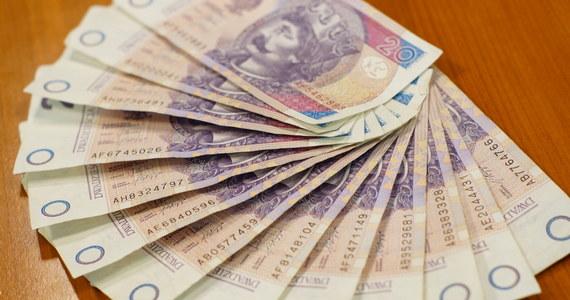 Ponad 354 tys. osób ma blisko 488 tys. niezapłaconych rachunków telefonicznych - wynika z raportu Krajowego Rejestru Długów. Ich łączna wartość, to ponad 822 mln zł. Największe zaległości mają mieszkańcy małych miasteczek i wsi.
