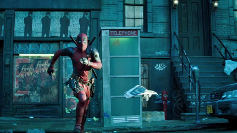 """W amerykańskich kinach przed seansem superprodukcji """"Logan: Wolverine"""" widzowie mają okazję obejrzeć krótki filmik zapowiadający drugą część """"Deadpoola""""."""