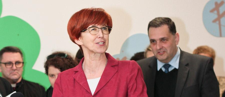 """3 mln 820 tys. dzieci do 18 lat w Polsce objętych jest wsparciem z programu """"Rodzina 500 plus"""" - poinformowała minister rodziny, pracy i polityki społecznej Elżbieta Rafalska. Do rodzin trafiło 19 mld złotych."""