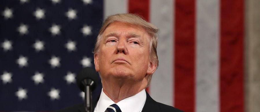 Prezydent USA Donald Trump podpisał nowy, złagodzony dekret antyimigracyjny - podał Biały Dom. Dekret nie obejmuje obywateli Iraku ani osób mających wizy i zielone karty, które nadal będą mogły przybywać do Stanów Zjednoczonych. Dekret ma wejść w życie 16 marca.
