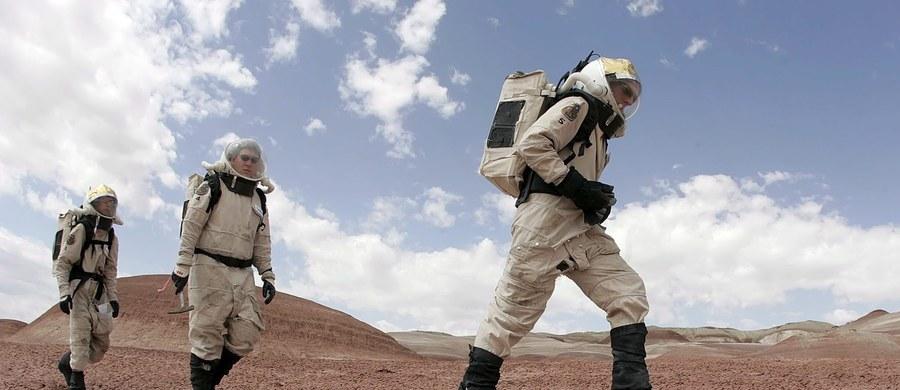 Polscy naukowcy przeprowadzą dwutygodniową, analogową misję marsjańską EXO.17. Powierzchnię Marsa będzie imitował ośrodek Mars Desert Research Station w amerykańskim Utah. Misja rozpocznie się w sobotę 11 marca, a jej elementem będą testy systemu filtrowania powietrza czy sposobów radzenia sobie ze stresem.