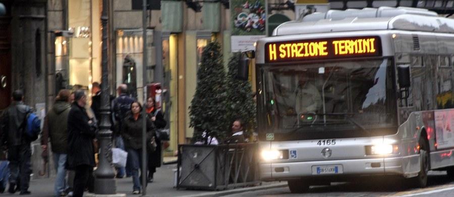 W Rzymie postanowiono zaostrzyć walkę z plagą jazdy komunikacją miejską bez biletu. W metrze zainstalowane zostaną nowe podwójne bramki kontrolne przy wejściu i wyjściu. Przygotowano też telewizyjną kampanię zachęcającą do kupowania biletów.O ofensywie przeciwko podróżującym na gapę poinformowały władze Wiecznego Miasta i zakładów komunikacji miejskiej.