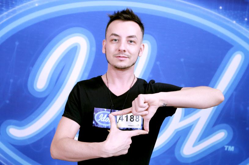 """W najbliższym odcinku """"Idola"""" (środa 8 marca) wystąpi m.in. Filip Moniuszko. Zobaczcie materiał wideo!"""