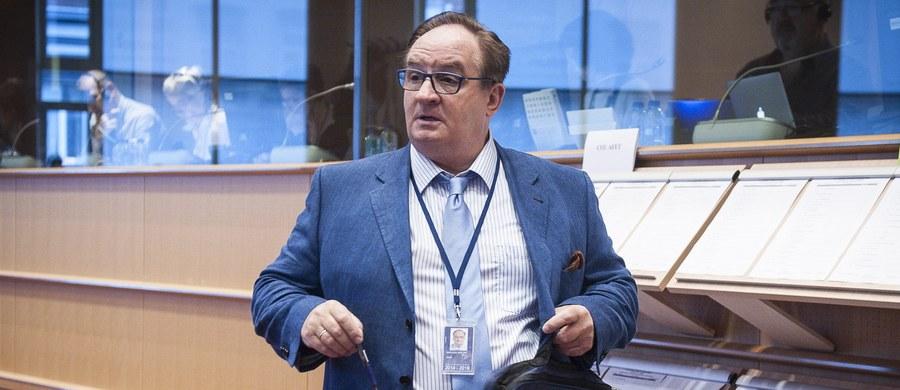 Jacek Saryusz-Wolski wie, że nie ma żadnych szans na objęcie stanowiska szefa Rady Europejskiej - ujawnia w rozmowie z RMF FM szef Europejskiej Partii Ludowej Joseph Daul. Polityk wczoraj rozmawiał z Saryusz-Wolskim, a następnie wykluczył go z partii chadeków.