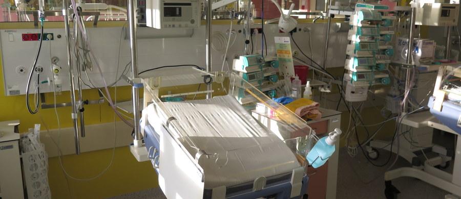 Zaledwie 74 szpitale z 424, w których są oddziały neonatologiczne, wyraziły chęć współpracy przy ustalaniu nowych taryf dla procedur neonatologicznych. Tymczasem placówkom zostały już tylko dwa dni na przekazanie Agencji Oceny Technologii Medycznych danych o kosztach tych procedur - a właśnie na podstawie tych informacji mają powstać nowe wyceny. Zaproponowane kilka tygodni temu taryfy były drastycznie obniżone - jak ujawniliśmy: nawet o 60 procent.