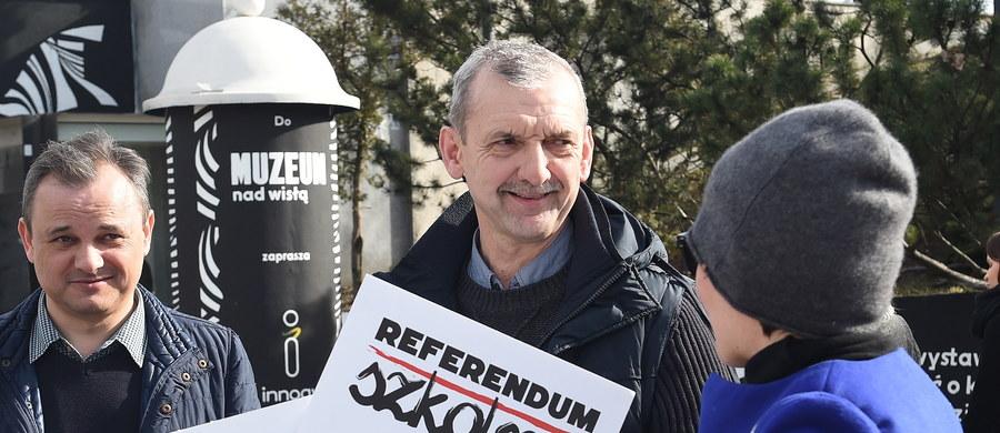 """""""Planowany na 31 marca strajk nauczycieli to strajk w obronie praw pracowniczych"""" - powiedział prezes ZPN Sławomir Broniarz. """"Protestujący nauczyciele będą obecni w szkołach, ale nie poprowadzą zajęć; dzieci będą miały opiekę"""" - zapewnił."""