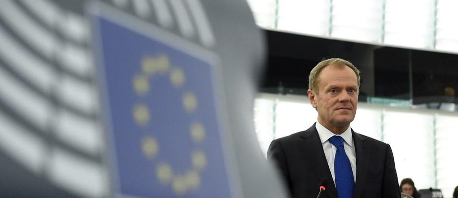 """""""Polska na własne życzenie wychodzi dziś z polityki europejskiej. Nawet na poziomie Brukseli zajmuje się sprawami tylko i wyłącznie wewnętrznymi. To błąd"""" - tak deklaracje o tworzeniu Europy dwóch prędkości ocenia w rozmowie z RMF FM dr Katarzyna Pisarska z Europejskiej Akademii Dyplomacji. Jej zdaniem w obliczu zagrożeń ze wschodu Polska powinna zrobić wszystko, by nie dać się wypchnąć z jądra Unii."""