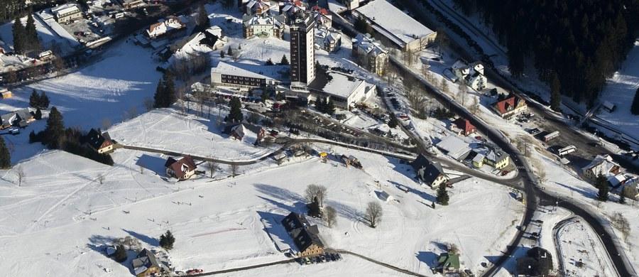 W związku z trudnymi warunkami pogodowymi i niekorzystnymi prognozami mistrzostwa Polski w narciarstwie alpejskim, które miały się odbyć w dniach 20-22 marca w Szczyrku, zostały przeniesione do Szpindlerowego Młyna.