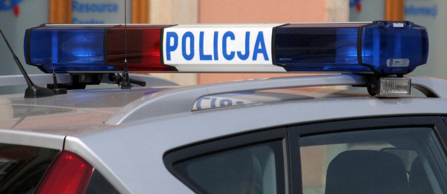 Mężczyzna z Bydgoszczy, który zabarykadował się w jednym z mieszkań przy ul. Podhalańskiej, został obezwładniony. Pijany 46-latek po awanturze, którą urządził swojej rodzinie, groził, że wysadzi butlę z gazem.