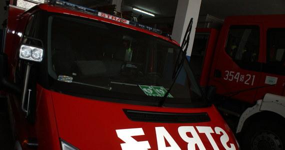 Spłonęła hala na terenie przedsiębiorstwa przy ulicy Pstrowskiego w Gnieźnie. Informację o zdarzeniu otrzymaliśmy na Gorącą Linię RMF FM. Nie ma informacji o osobach poszkodowanych. Strażacy rozbierają budynek.
