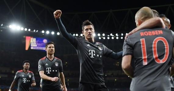 Robert Lewandowski zdobył bramkę, a jego Bayern Monachium pewnie pokonał w Londynie Arsenal 5:1 (w dwumeczu 10:2) i awansował do ćwierćfinału piłkarskiej Ligi Mistrzów. Real Madryt wygrał z Napoli 3:1 (w dwumeczu 6:2) i również zagra w kolejnej rundzie.