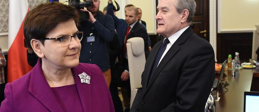 Beata Szydło napisała do unijnych szefów państw i rządów list, w którym tłumaczy ostatnie działania polskiej dyplomacji związane ze zgłoszeniem na szefa Rady Europejskiej Jacka Saryusz-Wolskiego i brak poparcia dla Donalda Tuska. Dokument, którego treść ujawnili dziennikarze RMF FM, trafił o poranku na europejskie biurka.