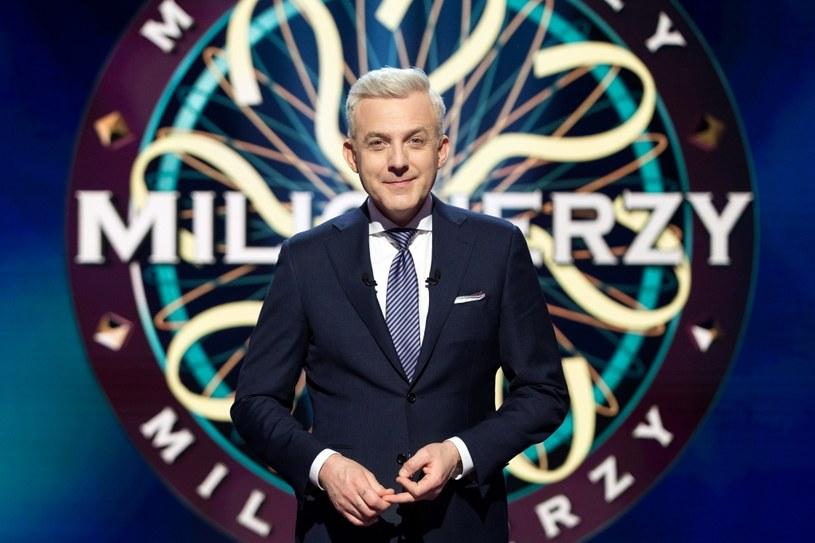 """W ostatnim odcinku """"Milionerów"""", wyemitowanym w TVN we wtorek, 7 marca, pojawiło się pytanie związane z serialem politycznym """"Ucho Prezesa"""". Internauci komentują!"""