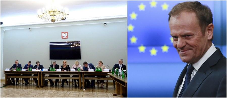 Komisja śledcza ds. Amber Gold jest daleko od przesłuchania Donalda Tuska - oznajmiła przewodnicząca komisji Małgorzata Wassermann (PiS). Zapowiedziała również, że przed komisję wezwany zostanie syn byłego premiera Michał Tusk, bowiem obciążają go zeznania dotychczasowych świadków.