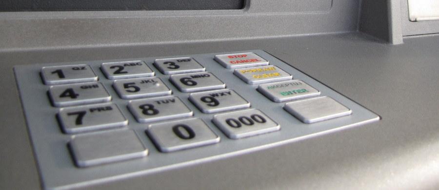 Uwaga, klienci banku Citi Handlowy! Część transakcji przeprowadzonych kartami debetowymi została zaksięgowana podwójnie - sygnały od Was, napływające na Gorącą Linię RMF FM, potwierdził dziennikarz RMF FM Krzysztof Berenda.