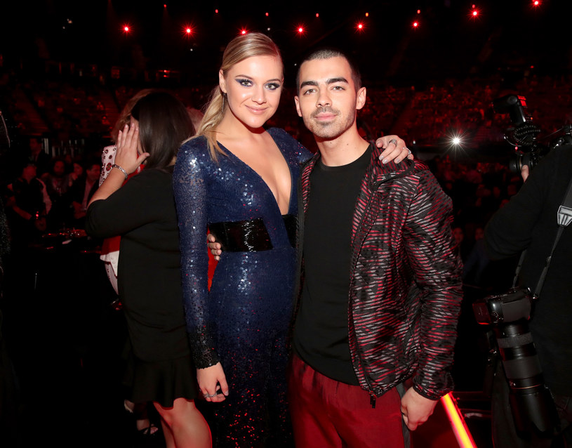 """Lider grupy DNCE, Joe Jonas, przyznał, że bardzo chętnie wystąpiłby w """"dorosłej"""" wersji hitu Disneya """"Camp Rock"""". Wokalista w obsadzie widziałby również Demi Lovato oraz swojego brata Nicka."""