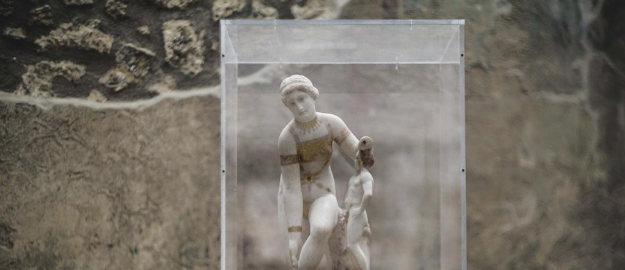 Z okazji Dnia Kobiet w Pompejach wystawiono pochodzącą stamtąd białą marmurową rzeźbę znaną pod nazwą Wenus w Bikini. Bezcenne dzieło przywieziono z muzeum archeologicznego w Neapolu, gdzie jest przechowywane.