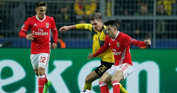 Łukasz Piszczek rozegrał cały mecz i miał asystę w barwach Borussii Dortmund z Benficą Lizbona (4:0), a Grzegorz Krychowiak wszedł na plac gry w końcowych minutach meczu Paris Saint-Germain z Barceloną (1:6) w 1/8 finału piłkarskiej Ligi Mistrzów.