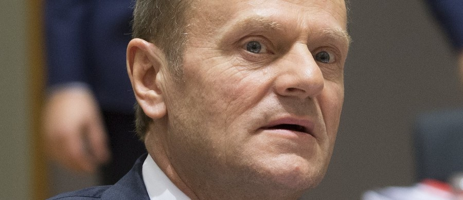 Donald Tusk jest niemal pewny tego, że stanowisko przewodniczącego Rady Europejskiej będzie piastował także w kolejnej kadencji. Ma poparcie wystarczającej liczby krajów, by wygrać głosowanie. Niewykluczone jednak, że na rozpoczynającym się dzisiaj unijnym szczycie dojdzie do awantury. Trzy scenariusze tego, co może się wydarzyć w Brukseli, przedstawia korespondentka RMF FM Katarzyna Szymańska-Borginon.