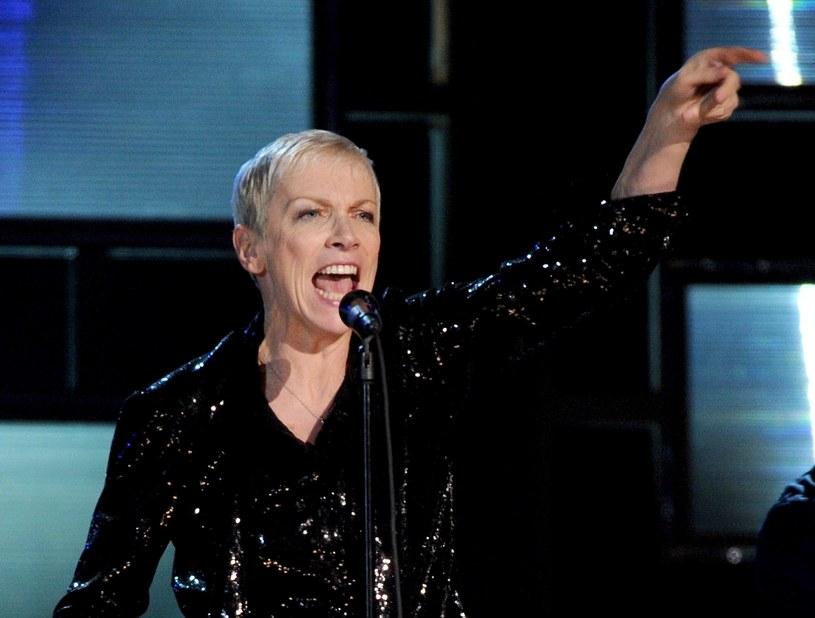 """Annie Lennox oraz Janusz Korwin-Mikke byli gośćmi programu """"Good Morning Britain"""", nadawanego w brytyjskiej telewizji ITV. Znana wokalistka oraz aktywistka wyśmiała słowa polskiego europosła, który stwierdził ponownie, że kobiety są mniej inteligentne od mężczyzn."""