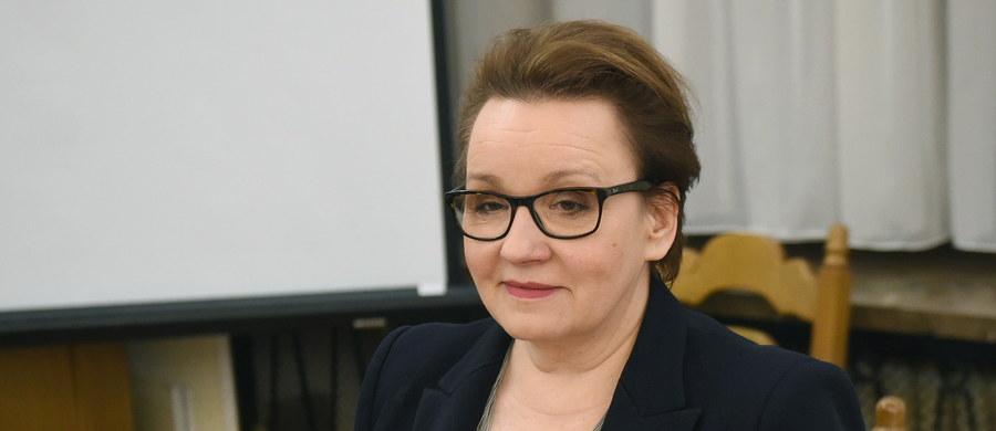 Do końca marca pokażemy, jak będziemy zmieniać Kartę Nauczyciela, a w kwietniu zaprezentujemy harmonogram podwyżek dla pracowników oświaty - zapowiedziała minister edukacji Anna Zalewska, informując o postępach we wdrażaniu reformy oświaty.