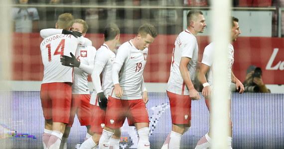 Na 12. miejsce awansowała w rankingu FIFA piłkarska reprezentacja Polski - tak wysoko nie była sklasyfikowana nigdy wcześniej! Również po raz pierwszy w historii biało-czerwoni wyprzedzili Anglików, którzy spadli z 13. na 14. pozycję. Do zmian nie doszło natomiast na szczycie zestawienia.