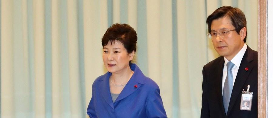 Trybunał Konstytucyjny Korei Południowej podjął decyzję o utrzymaniu w mocy decyzji o impeachmencie prezydent Park Geun Hie, która jest zamieszana w wielki skandal korupcyjny. Zgodnie z konstytucją, wybory prezydenckie w Korei Południowej odbędą się za 60 dni.