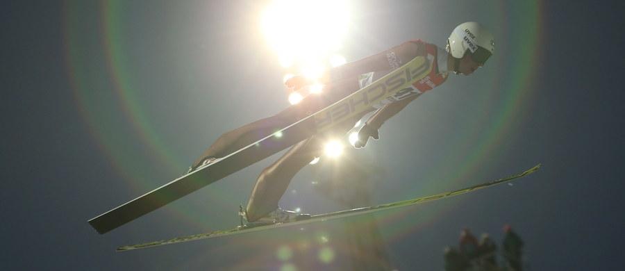 To będzie prawdziwa walka na wycieńczenie. W Norwegii rozpoczyna się cykl Raw-Air, czyli coś, czego w Pucharze Świata w skokach narciarskich jeszcze nie było. Skoczkowie w ciągu 10 dni rywalizować będą na skoczniach w Oslo, Lillehammer, Trondheim i Vikersund, a o wynikach Raw-Air przesądzą łączne wyniki kwalifikacji, konkursów indywidualnych i drużynowych.