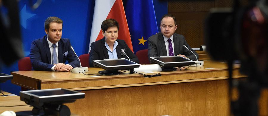 Nigdy nie zgodzimy się, żeby mówić o Europie kilku prędkości, Unia musi dzisiaj mówić o jedności - stwierdziła w Brukseli szefowa polskiego rządu, Beata Szydło. Podkreśliła, że UE przeżywa dzisiaj kryzys.