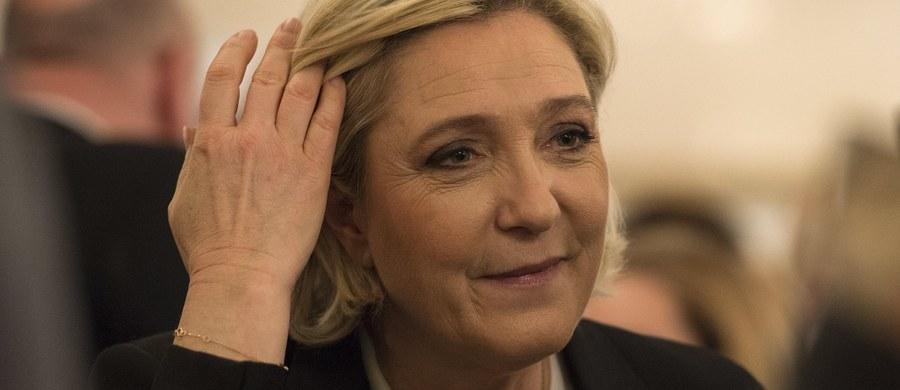 Kandydatka skrajnej prawicy w wyborach prezydenckich we Francji Marine Le Pen po raz kolejny odmówiła w piątek stawienia się na wezwanie sędziów prowadzących śledztwo w sprawie fikcyjnego zatrudnienia jej współpracowników z budżetu Parlamentu Europejskiego.