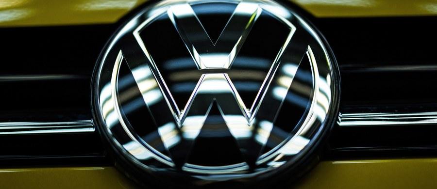 Prawnik Volkswagena potwierdził przed sądem w Detroit, że koncern oszukiwał przy pomiarze emisji spalin w samochodach z silnikami Diesla. VW przyznał się już do złamania prawa w styczniu, gdy zawarł ugodę z resortem sprawiedliwości USA.