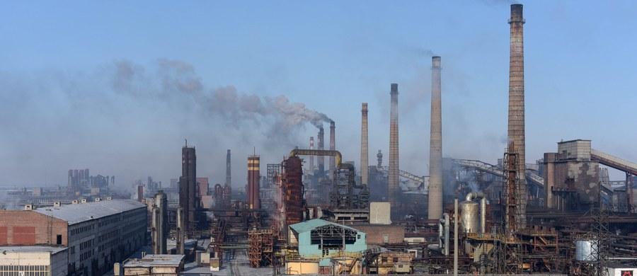 Jest spore ryzyko wycieku substancji chemicznych na wschodzie Ukrainy - poinformowało ONZ. Organizacja ostrzega, że może mieć to katastrofalne skutki dla środowiska i zdrowia mieszkańców.