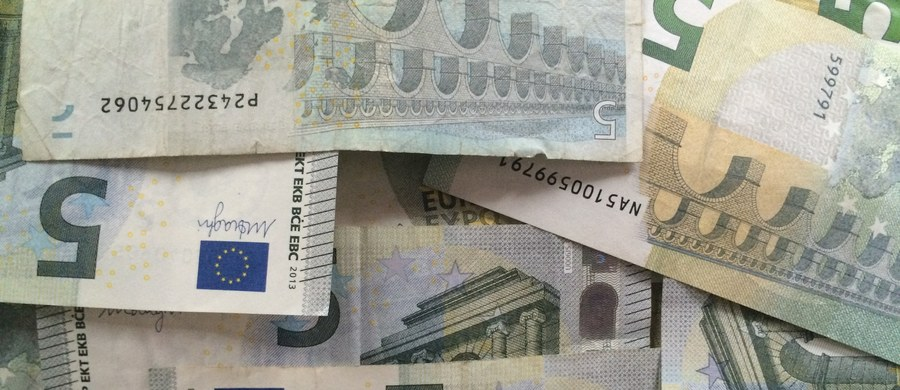 W związku ze stratami spowodowanymi wyjściem Wielkiej Brytanii z UE Austria domaga się cięć w unijnym budżecie. Wiedeń chce m.in. o połowę zmniejszyć liczbę unijnych komisarzy - podała agencja dpa powołując się na szefa MSZ Sebastiana Kurza.