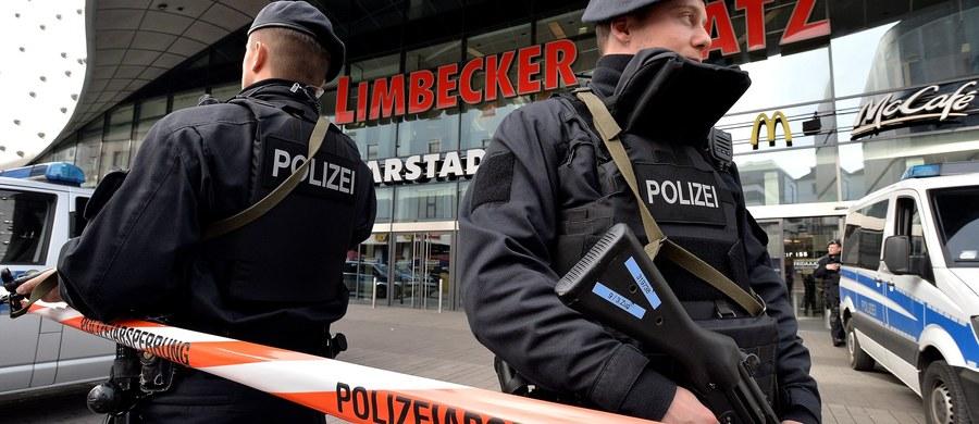 Ewakuacja centrum handlowego w niemieckim Essen. Policja zamknęła galerią ze względu na zagrożenie atakiem terrorystycznym. Na miejscu pracują służby specjalne.