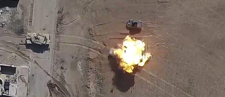 Irackie siły paramilitarne odkryły w więzieniu Badusz w pobliżu Mosulu zbiorowy grób z ciałami setek osób, które zabili dżihadyści z Państwa Islamskiego.